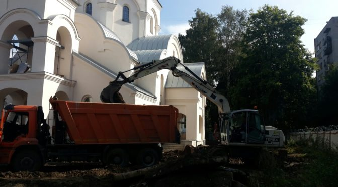 Начались работы по благоустройству территории вокруг строящегося храма